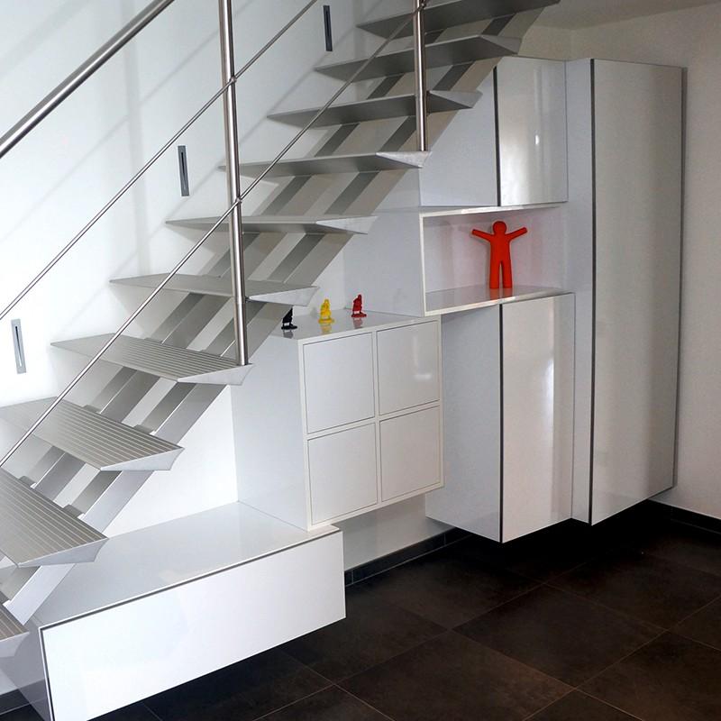 Meuble de rangement sous escalier